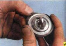 9. Снимите уплотнительное кольцо с
