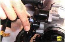 1. Отсоедините колодку жгута проводов