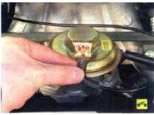 1. Отсоедините вакуумный шланг от