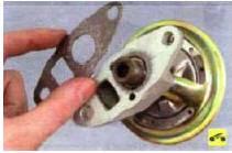 Соединение клапана с впускной тру-