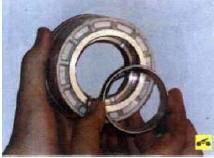 68. Извлеките дистанционное кольцо