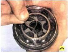 9. Извлеките стопорное кольцо из от-