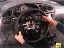 2. Снимите рулевое колесо (см. «Сня-