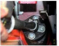 7. Извлеките хвостовик рулевого