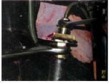 1. Для снятия переднего шланга от-