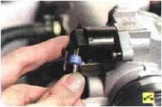 22. Отсоедините колодки моторного жгута