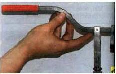...и приспособление для сжатия пружин